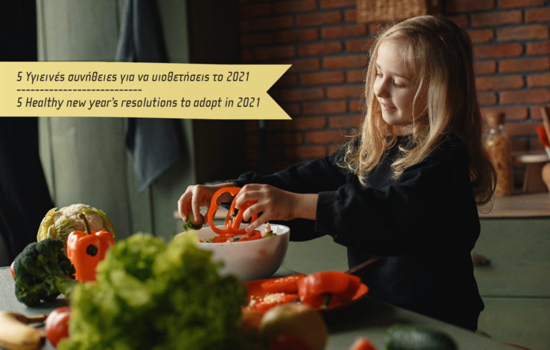 photo with a girl making a salad with fresh fruits and vegetables